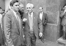 Тот день, 20 августа 1991 года — так же, как и предыдущий, и несколько последующих, — Сергей Филатов безотлучно провел в Белом доме