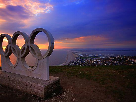 Полиция олимпийского Рио обвиняет в клевете ограбленных пловцов из США