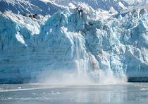 На леднике Лангховде в Восточной Антарктиде c 2 000 по 2013 годы появилось без малого 8 тысяч голубых озер с талой водой, подобных которым ранее на этой территории не встречалось