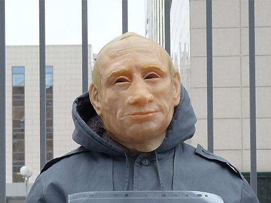 Оппозиционер, сбежавший на Украину, сменит маску Путина на маску Порошенко
