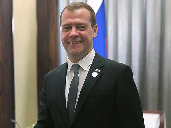 Медведев заменил доиндексацию пенсий разовой выплатой в 5 тысяч рублей