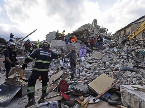 Растет число жертв сильного землетрясения в Италии