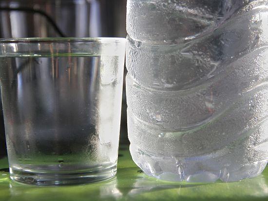Скандалы со святой водой: пассажир неправ, священник — тем более