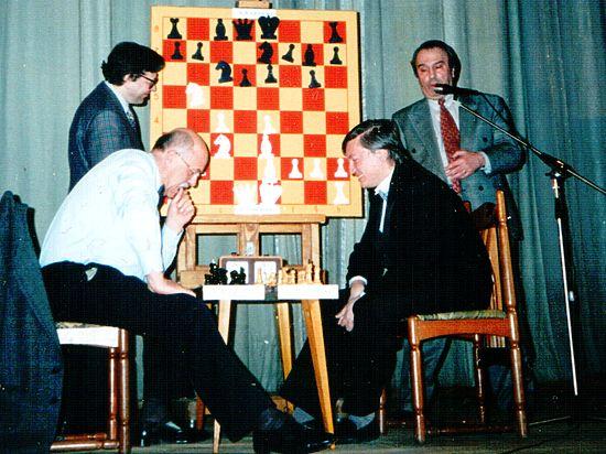 Как начальник УВД не смог найти украденную машину шахматиста Рошаля