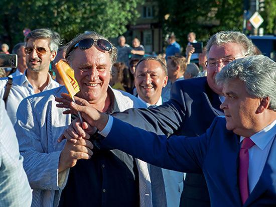 Испуганные лица единоросов из Мордовии попали в камеры фотографов в Саранске 27 августа