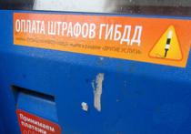После сильного дождя на 55-м километре МКАД москвич Дмитрий Ворона получил штраф за то, что отражение от фар его автомобиля пересекло сплошную линию
