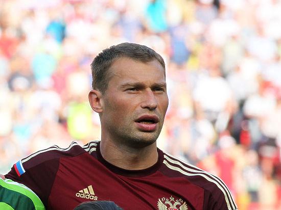 Поздравлять главного тренера сборной доверили Василию Березуцкому