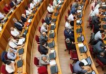 Из 28 депутатов Народного Хурала свои подписи под законопроектом о сокращении численности парламента на одну треть отозвали 14 народных избранников