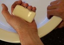 Антибактериальное мыло может приносить больше вреда, чем пользы, потому что в конечном итоге из-за него так называемые супербактерии порой становятся ещё сильнее