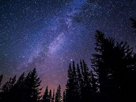 Он содержит звезды, значительно отличающиеся друг от друга по возрасту