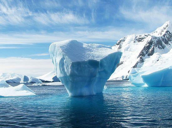 Ледяные глыбы будут буксировать в безопасные места