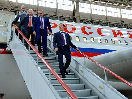 Вице-премьер Дмитрий Рогозин и губернатор Алексей Гордеев обсудили перспективы развития ОПК в регионе