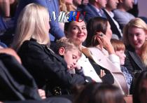 Алина Кабаева в компании детей посетила спортивное шоу