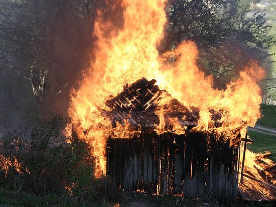 В Башкирии четверо малышей едва не сгорели, подпалив сарай во время игры