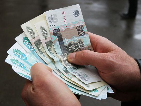 Принуждение к «Миру»: бюджетников принудительно переведут на российские пластиковые карты