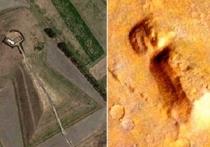 Разглядывая спутниковые фотографии Марса, группа уфологов обнаружила холм, необычная форма которого очень напоминает древнюю японскую гробницу III века наше эры, построенную для императора