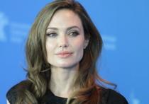 СМИ: Джоли подала на развод после избиения Питтом их детей