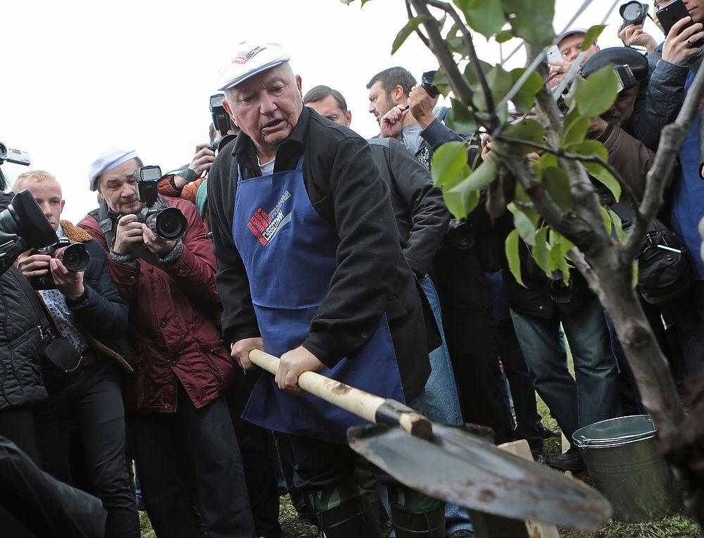 Юрий Лужков отметил 80-летие на субботнике в Коломенском