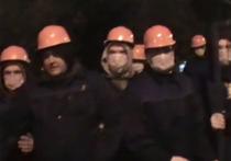 Жители московского района Теплый Стан сегодня ночью устроили настоящее побоище, в котором приняли участие сотрудники ЧОПа и полиция