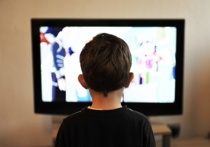 Как утверждают психологи, на формирующуюся психику способны повлиять всего 15 минут перед телевизором