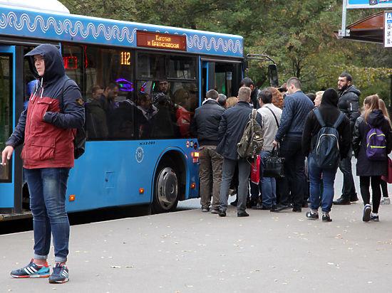 Путь до ближайшего метро теперь занимает у них в два-три раза больше времени