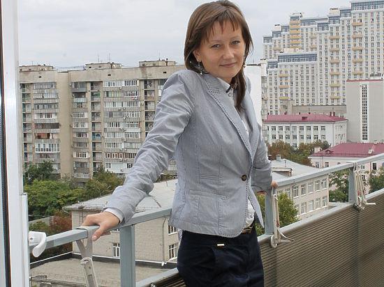 Краснодарка Елена Уразова  работает «голосом» российских и иностранных военных
