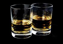 Ученые выяснили, что спиртные напитки действуют так же, как антидепрессанты, но лечиться ими не стоит
