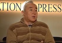 Шесть лет колонии общего режима с конфискацией имущества — так звучит приговор, который суд в Астане вынес руководителю Союза журналистов Казахстана, бывшему пресс-секретарю президента Назарбаева Сейтказы Матаеву