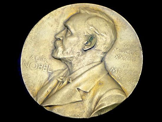 Присуждение награды произошло на фоне скандала вокруг членов Нобелевской ассамблеи