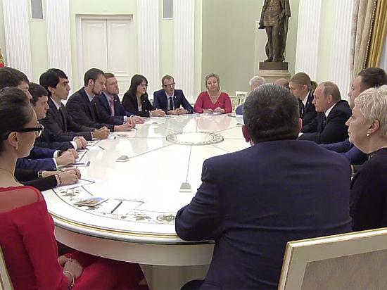 Учителя во время встречи с Путиным рассказали ему о своих зарплатах