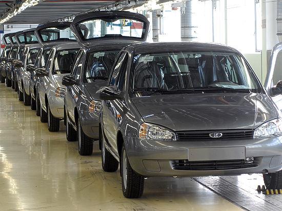 СМИ узнали о планах оснащать российские автомобили черными ящиками