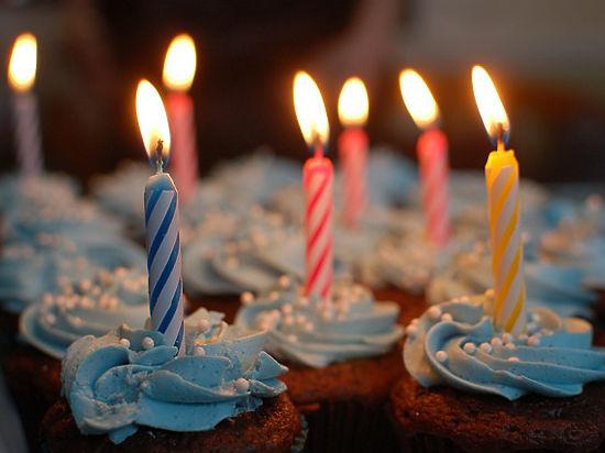 Чиновникам Минздрава запретили приносить на работу торт со свечками