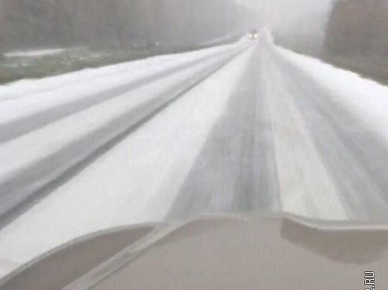 Трассу Кемерово-Новосибирск занесло снегом
