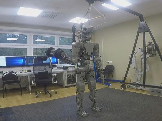 Разработчики раскрыли тайны робота Федора: делает уколы, полетит к спутникам