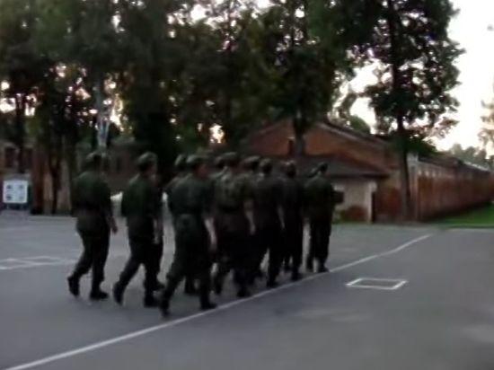 Пьяный прапорщик протаранил пешую колонну военных в Подмосковье