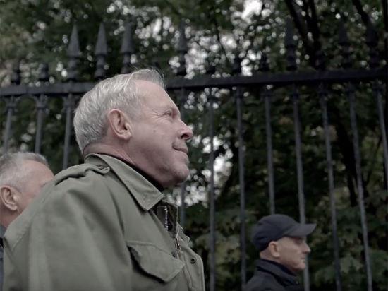 В новом клипе ветераны русского рока не стали прятать рояль в кустах