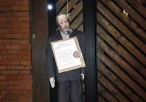 Г-н президент, в Москве (это наша с вами столица) молодые люди повесили Солженицына