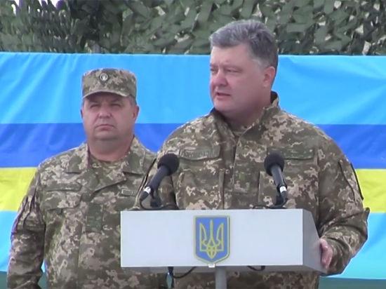 Задавшему провокационный вопрос Порошенко студенту пригрозили службой в армии
