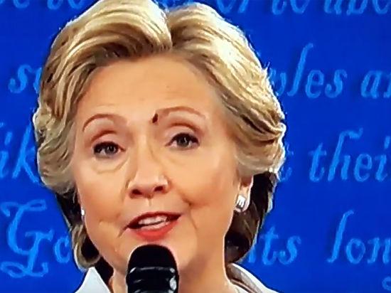 Присевшая на лицо Клинтон муха взорвала соцсети