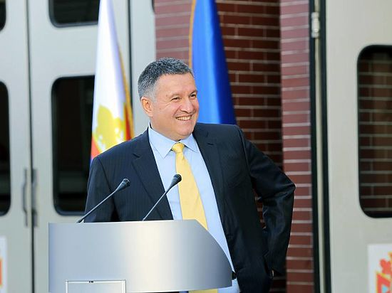 Министр внутренних дел Украины потребовал, что президент Франции не указывал Киеву, что делать