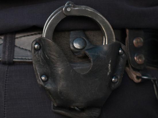 Жених, сбежавший со свадебного банкета, провел брачную ночь с полицейскими