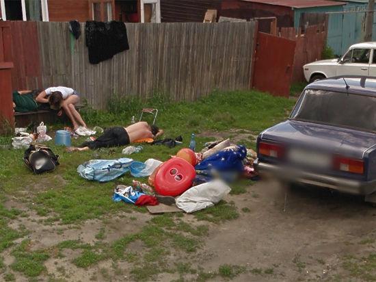 Спящие под забором жители Алтая попали на карты