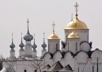 В день 14 октября, когда по народным приметам «зима с осенью встречается», православные христиане в России отмечают праздник Покрова Пресвятой Богородицы – один из самых чтимых у нас и при том самых «парадоксальных» церковных праздников