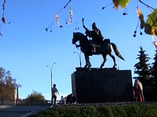 Церемония в Орле прошла среди националистических флагов