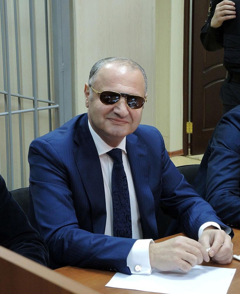Суд закрыл дело чиновника Матаева, избившего на Арбате девушку
