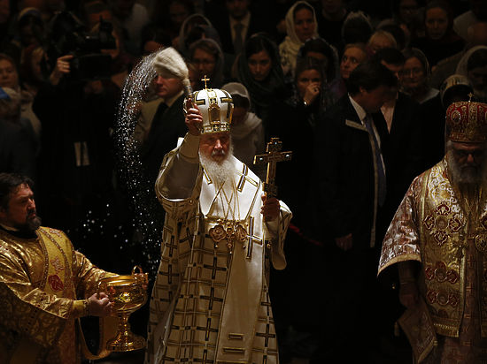 Зачем патриарх Кирилл пропел «Многая лета» английской королеве