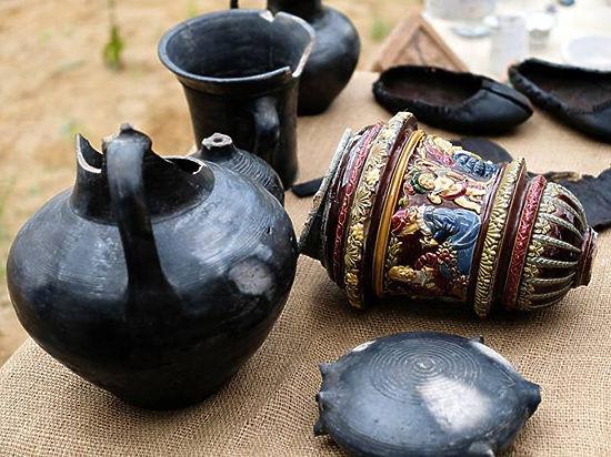 Кроме этого, археологи обнаружили богатую коллекцию керамических изделий той эпохи