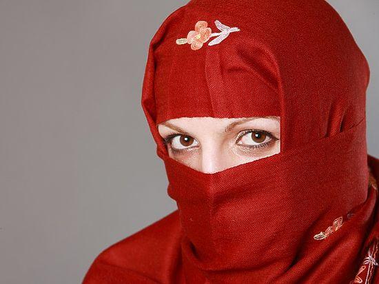 Житель ОАЭ развелся с женой, увидев её без косметики