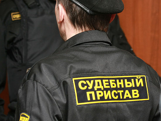 Свердловские приставы отправили должников рыть могилы