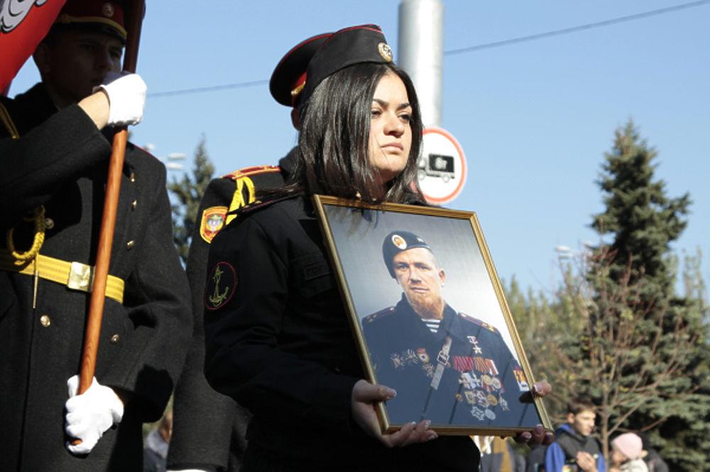 Вдова Моторолы пришла на похороны в форме российской морской пехоты